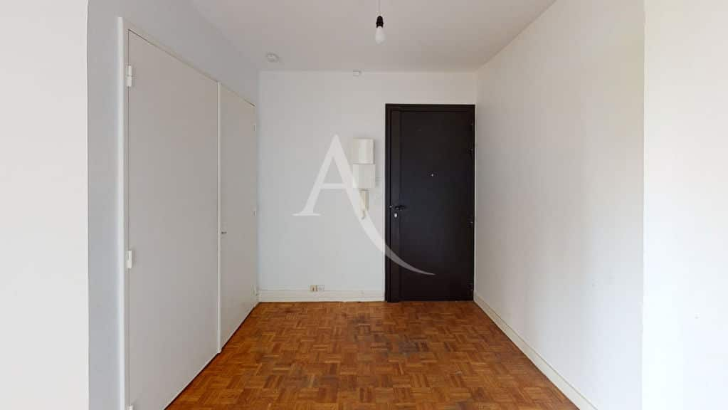 agence immobilière ouverte le samedi: 3 pièces 74 m², entrée avec grands rangements