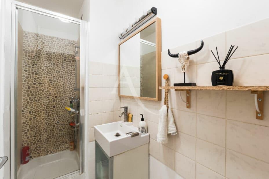 l adresse immobilier: 4 pièces 83 m², belle salle d'eau avec douche