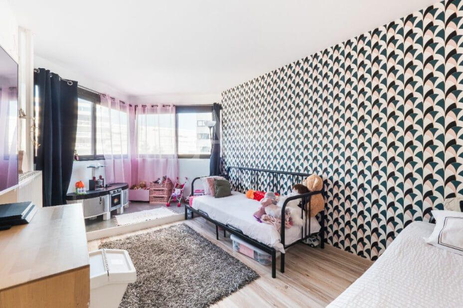 agence immobilière ouverte le samedi: 4 pièces 83 m², grande chambre à coucher enfant