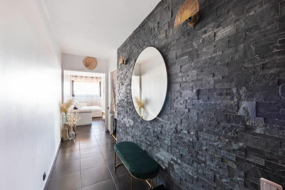 l4adresse: 4 pièces 83 m², beau dégagement entre les pièces, mur ardoise