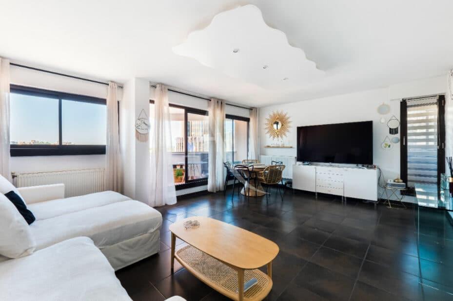agence d immobilier: 4 pièces 83 m², salon / séjour lunineux avec balcon, refait à neuf
