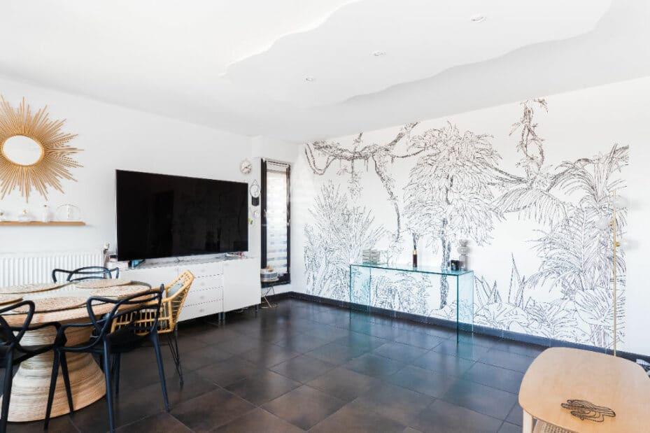 immobilier maison: 4 pièces 83 m², salon / séjour avec jolie fresque murale