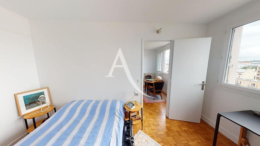 appartement alfortville: 2 pièces 41 m², chambre avec lit double et dressing