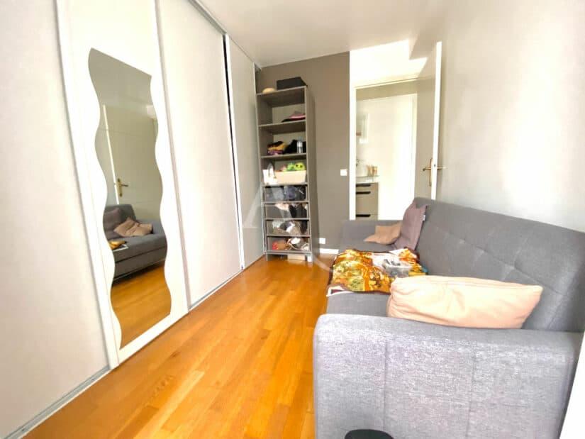 appartement charenton le pont: 3 pièces 66 m², dressing avec canapé lit