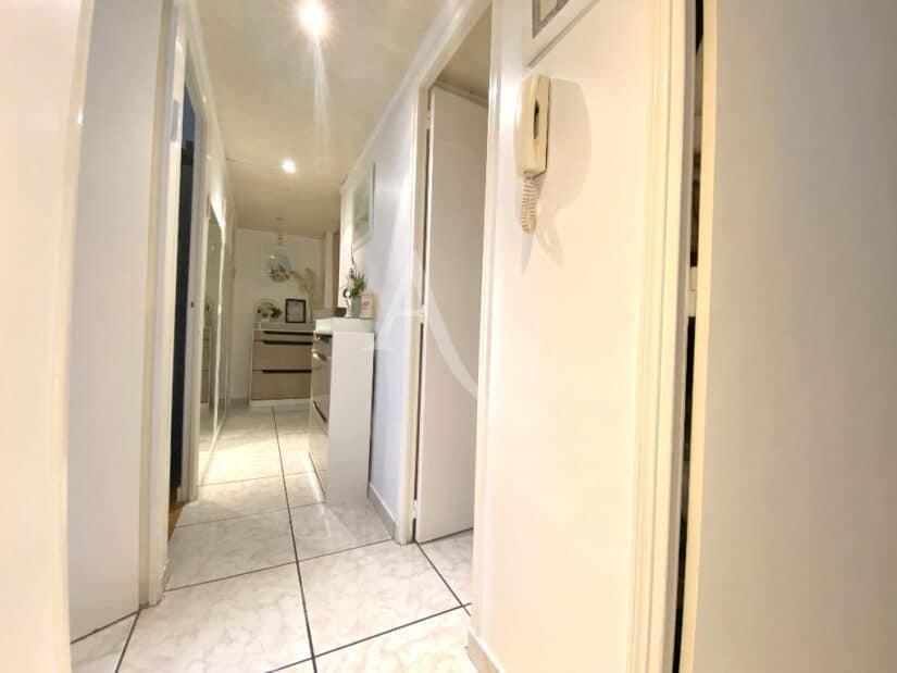 appartement à vendre à charenton le pont: 3 pièces 66 m², couloir d'accès aux chambres et dressing