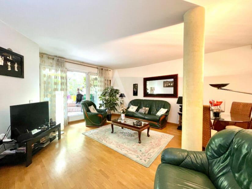agence immobilière charenton-le-pont: 3 pièces 71 m², séjour donnant sur le jardin