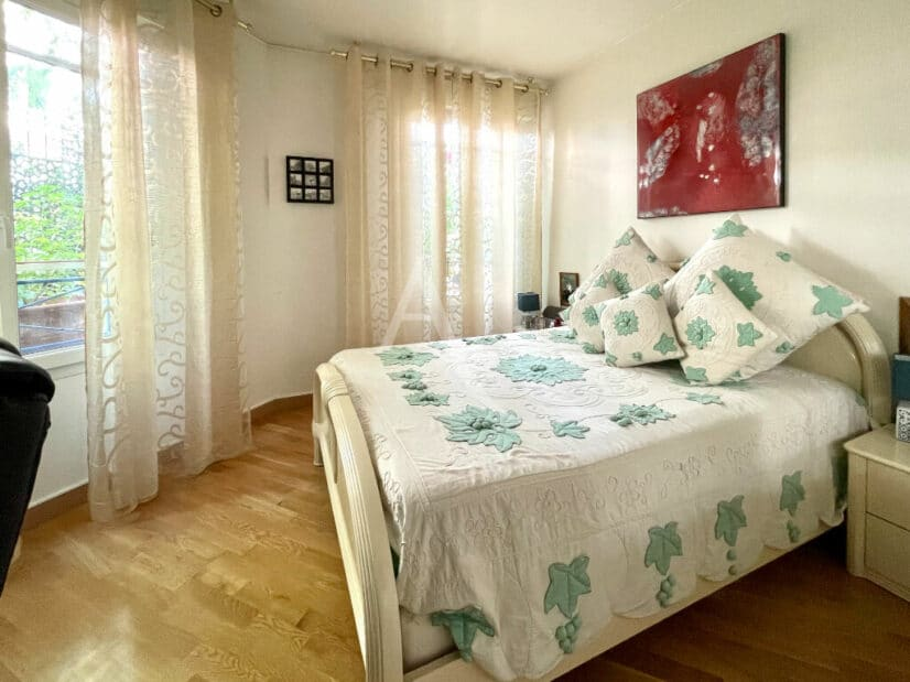 appartement à vendre charenton: 3 pièces 71 m², chambre à coucher avec 2 belles fenêtres