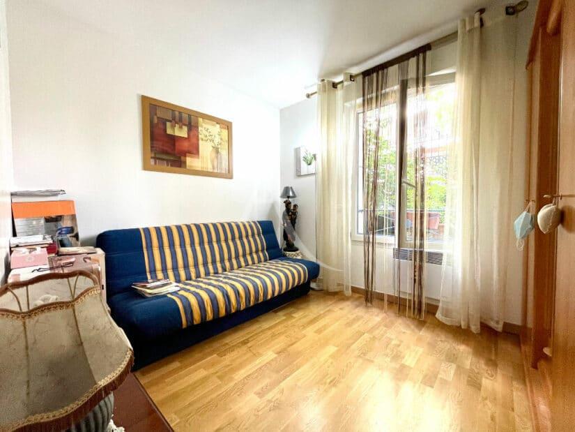 appartement à vendre à charenton: 3 pièces 71 m², chambre aménagée avec canapé et bureau