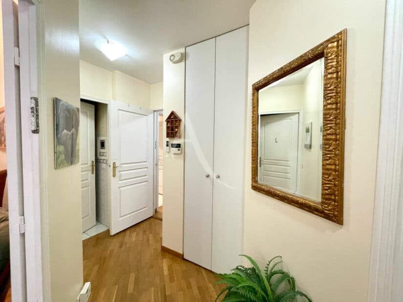appartement à vendre à charenton le pont: 3 pièces 71 m², dégagement entre les pièces, penderie