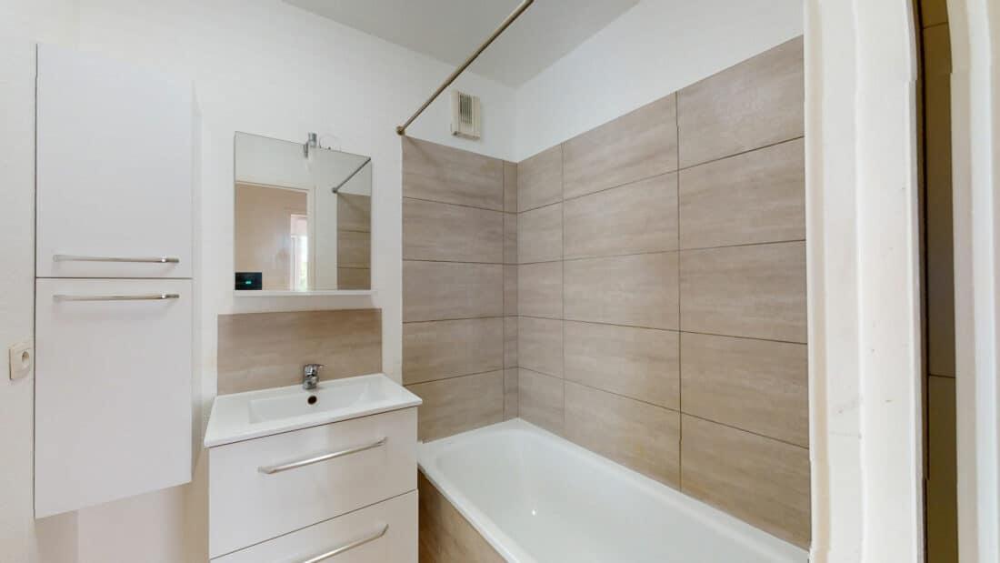 louer appartement alfortville: 2 pièces 44 m², salle de bain avec baignoire