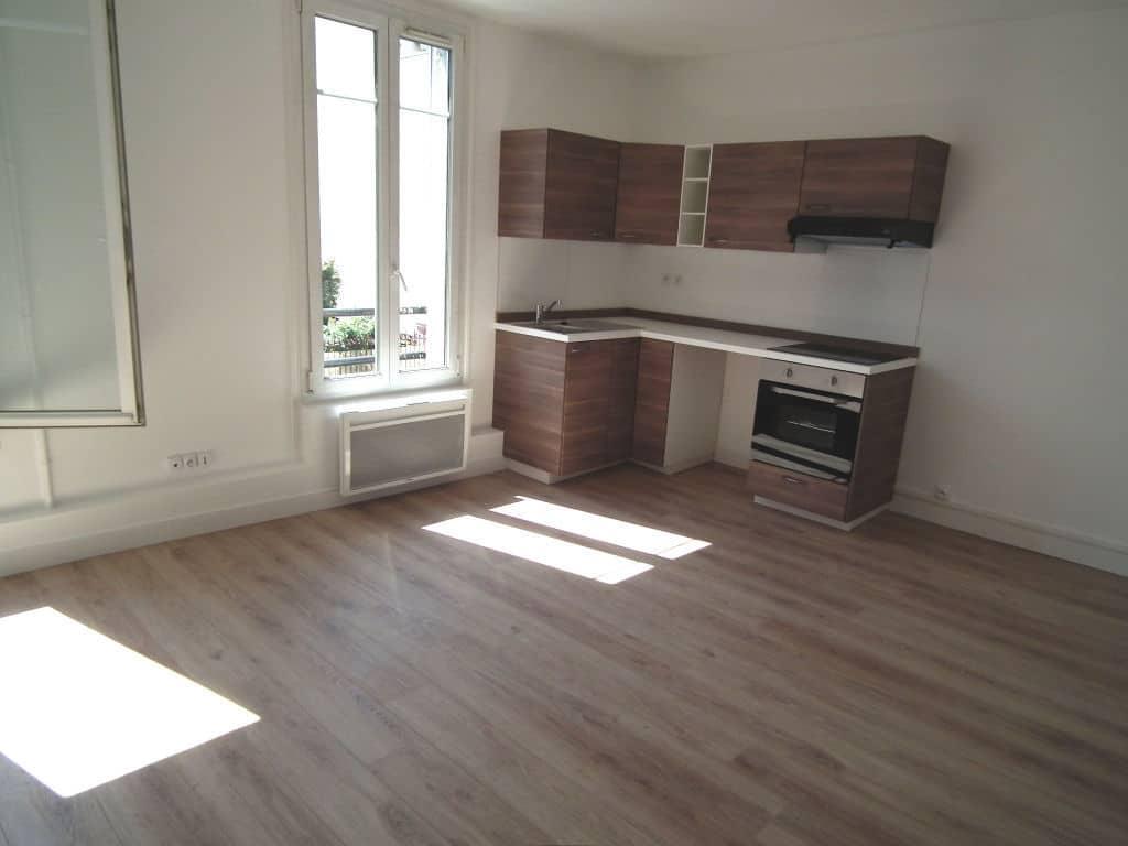 studio a louer alfortville: 21 m², renové, parqueté très clair et bien agencé