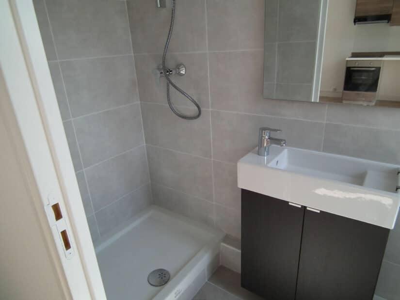 louer studio à alfortville: 21 m², une salle d'eau avec douche et wc