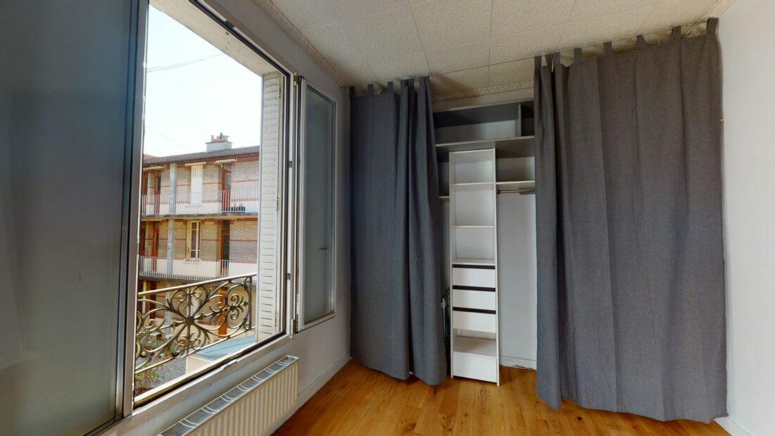 location appartement maisons alfort: 3 pièces 52 m², chambre 1 avec grande fenêtre