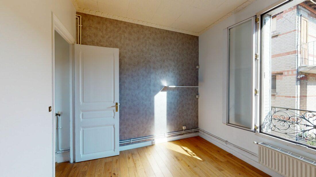 location appartement maison alfort: 3 pièces 52 m², chambre 1 vue depuis le dressing