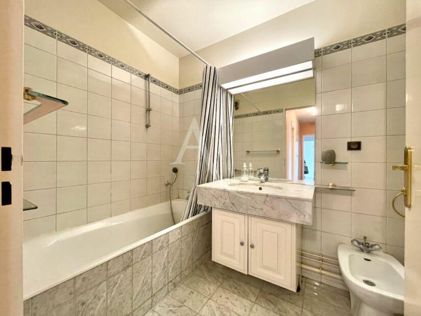 appartement charenton le pont: 3 pièces 70 m², salle de bains avec wc