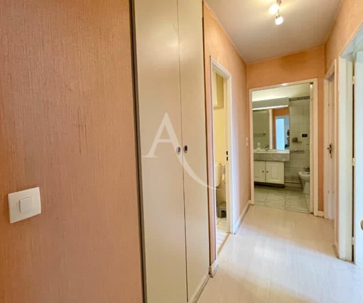 appartement à vendre à charenton: 3 pièces 70 m², couloir d'accès au chambres et séjour