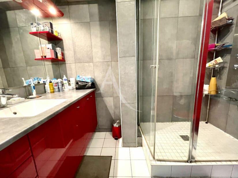 appartement à vendre charenton: 3 pièces 82 m², salle de douche moderne, wc séparés