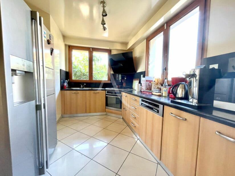 agence immo maisons alfort: 6 pièces 140 m², cuisine indépendante aménagée et équipée