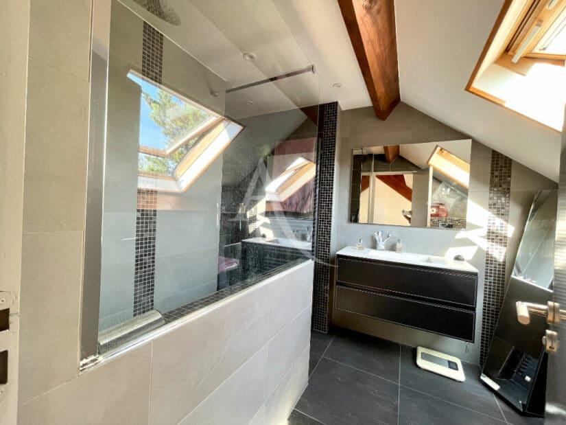 maison maisons alfort: 6 pièces 140 m², salle de bains de la suite parentale