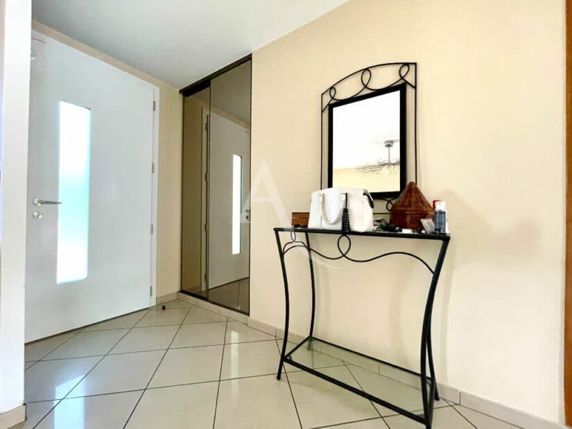 agence immobilière maison alfort: 6 pièces 140 m², hall d'entrée avec penderie