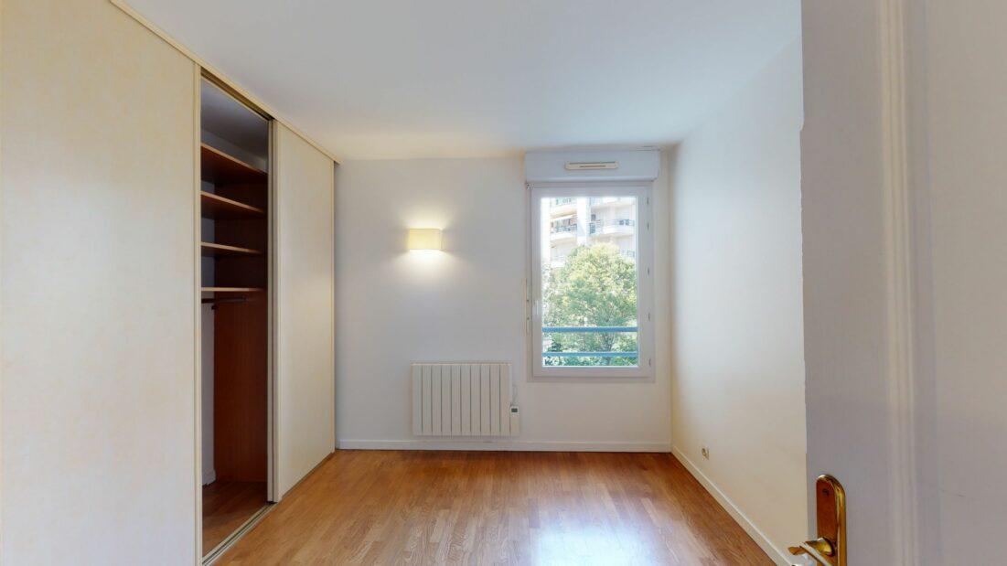 agence immobilière charenton-le-pont: 2 pièces 44 m², chambre avec rangements intégrés
