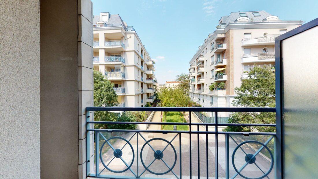 location appartement 94220: 2 pièces 44 m², au 2ème étage d'une résidence standing