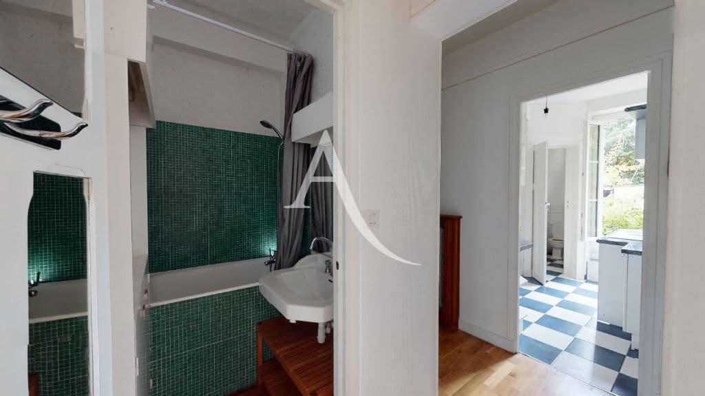 location appartement maison alfort: 3 pièces 53 m², salle de bains avec baignoire