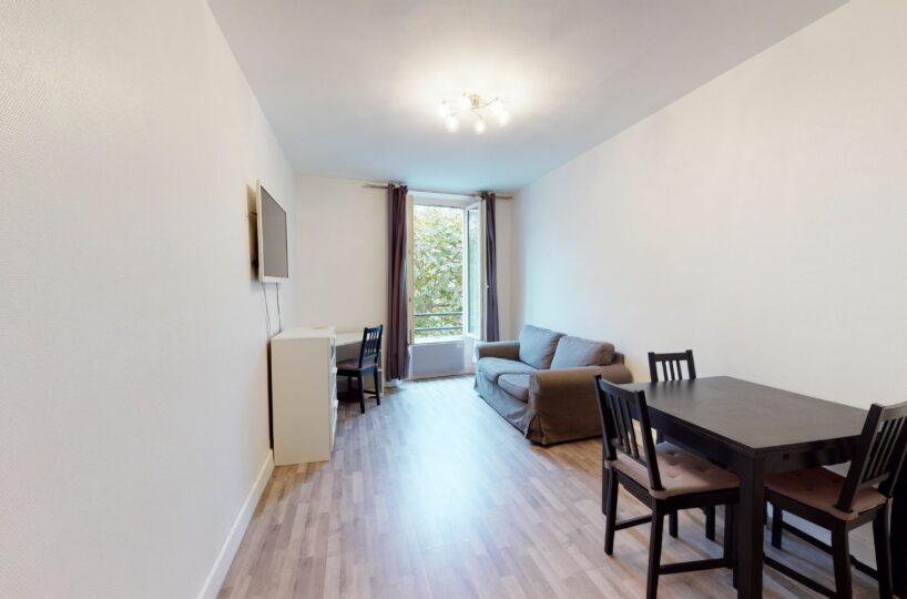 location appartement 94220: 2 pièces 32 m², séjour bien agencé avec coin repas