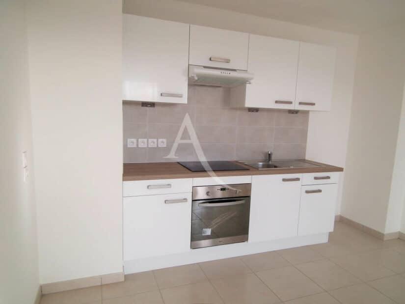 agence immobilière val de marne: 2 pièces 43 m², cuisine us aménagée et semi-équipée (plaque, hotte, four)
