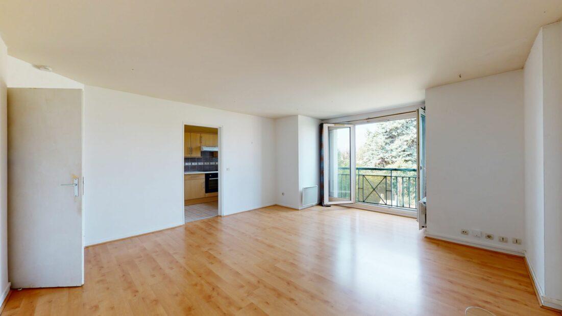 agence de location appartement: avenue lamartine,  grand studio 37 m² en parfait état  situé au 1er étage