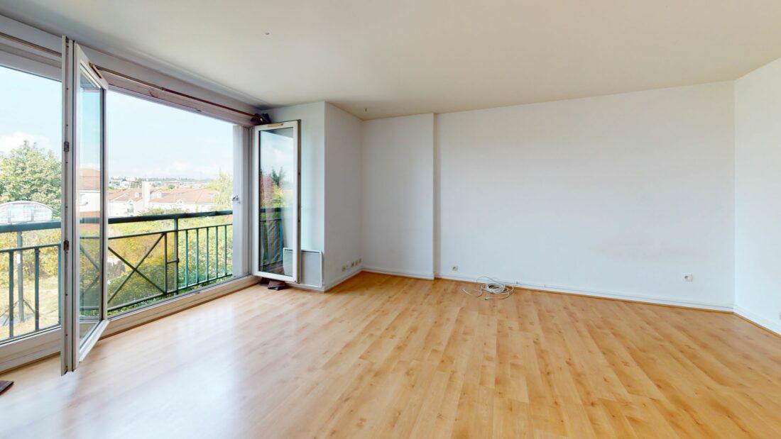 agence immobilière val de marne: studio 37 m² à louer donnant sur un jardin avec parking