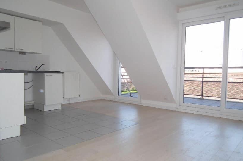 agence de location appartement: 2 pièces 40 m², avec grand balcon, et parking