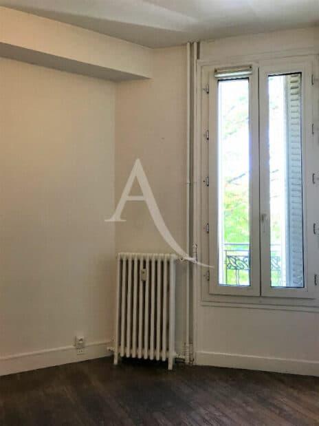 agence immobilière val de marne: 2 pièces 34 m², chambre avec parquet et vue sur verdure