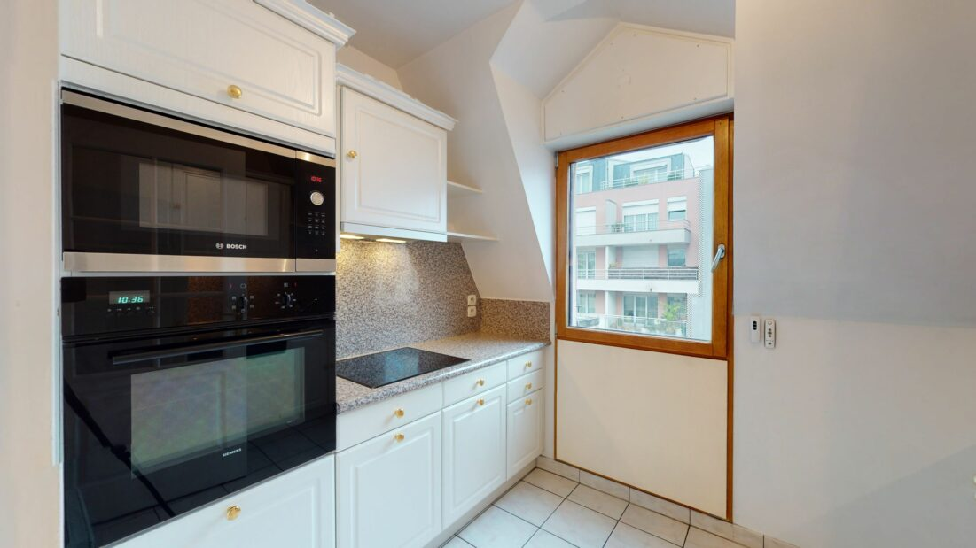 agence de la mairie charenton: 2 pièces 48 m², cuisine indépendante équipée