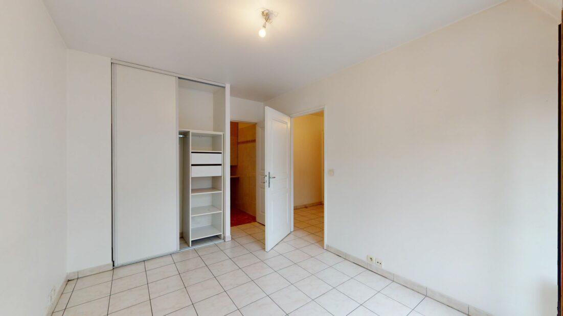 l adresse immobilier: 2 pièces, chambre avec armoire encastrée, charenton le pont