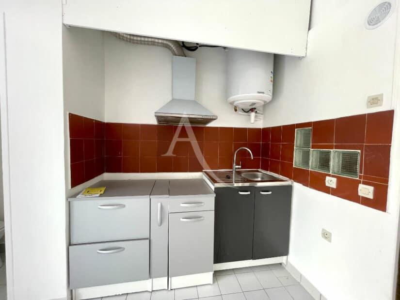 vente appartement 94700: 4 pièces 102 m², coin cuisine du studio