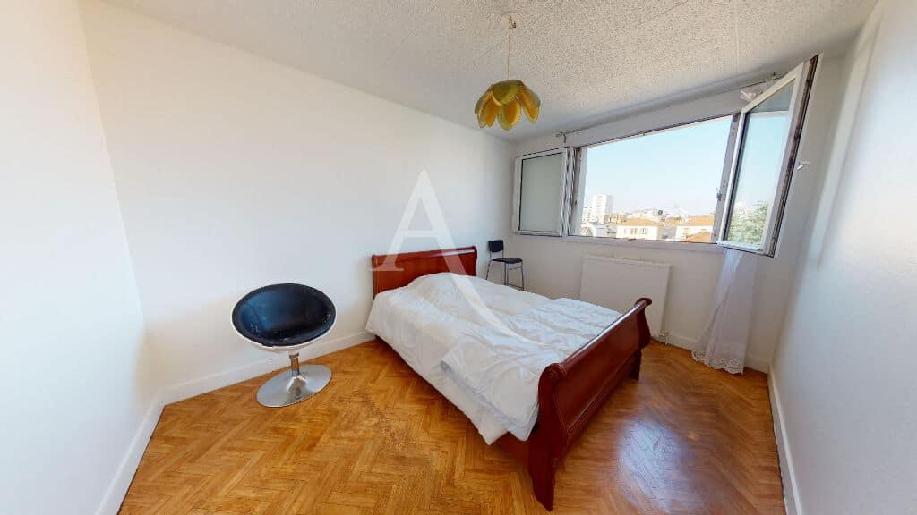 agence alfortville: 4 pièces 65 m², première chambre avec grande fenêtre vue dégagée