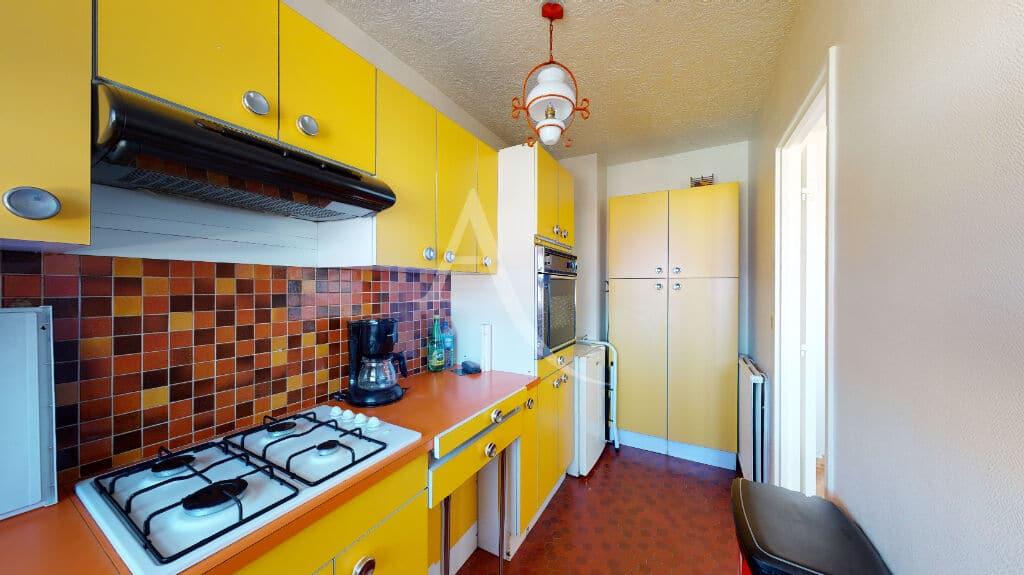 immobilier neuf alfortville: 4 pièces 65 m², cuisine aménagée avec accès salle à manger / salon