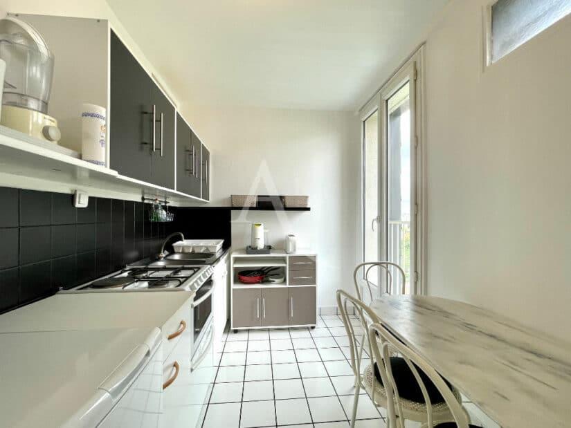 location appartement 94220: 3 pièces 65 m² meublé, cuisine aménagée entièrement équipée