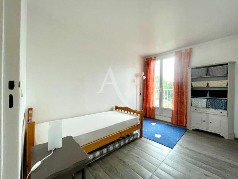 location appartement charenton le pont 94220: 3 pièces 65 m² meublé, seconde chambre