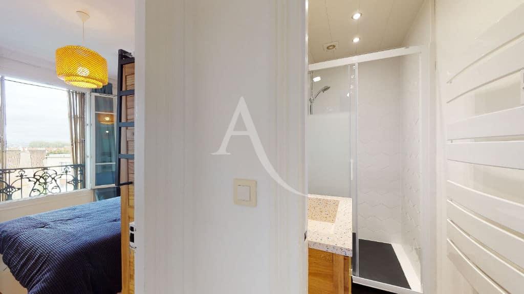 alfortville immobilier: 2 pièces meublé 55 m², salle d'eau avec cabine douche