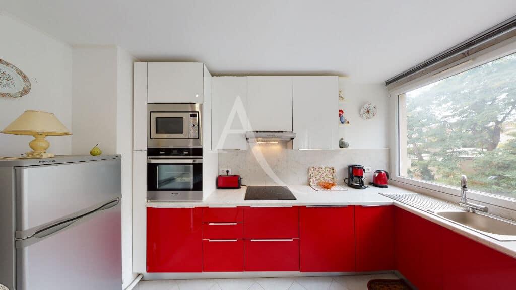 vente studio à maisons alfort: 30 m² refait à neuf, cuisine équipée, plaques, hotte, four, rangements