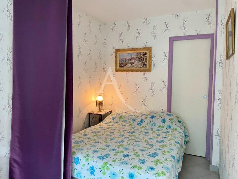 vente studio à maisons-alfort: 30 m², petit coin chambre séparé d'un rideau, lit double