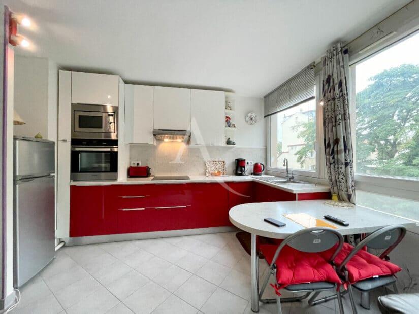 studio à vendre à maisons alfort: 30 m² refait à neuf, cuisine aménagée et équipée