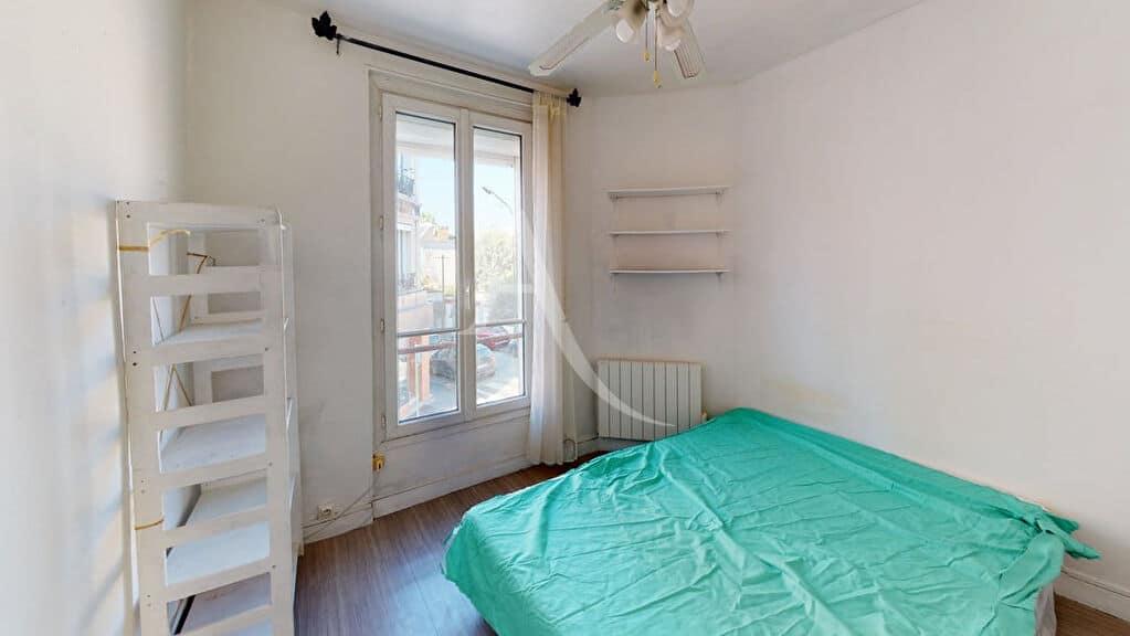 appartement à vendre à alfortville: 2 pièces 27 m², chambre avec lit double, ventilateur plafond