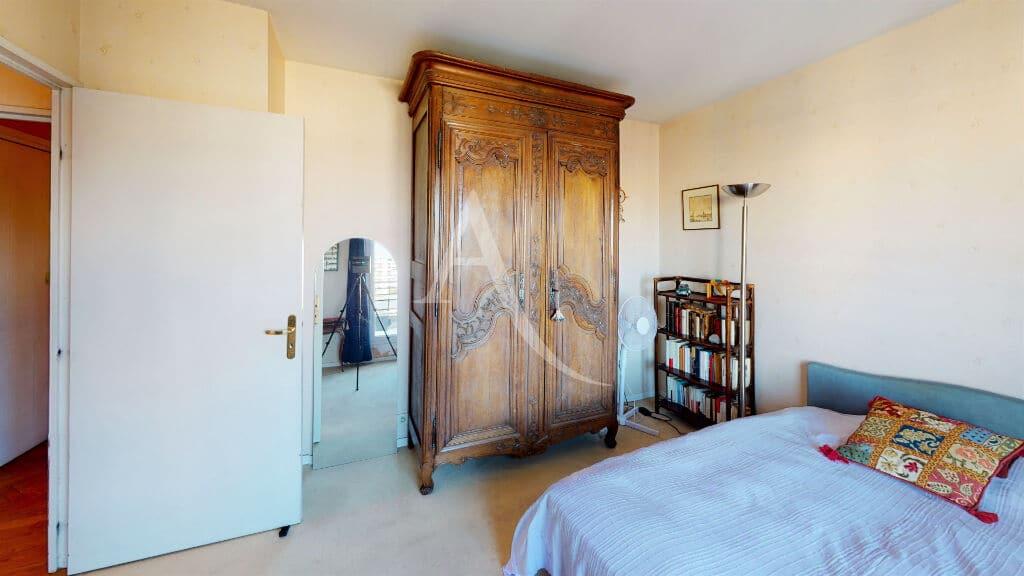 estimation appartement alfortville: 4 pièces 98 m², chambre à coucher, lit double, terrasse