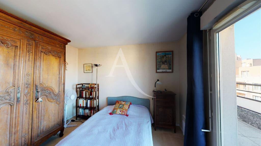 appartement alfortville: 4 pièces 98 m², chambre à coucher avec accès terrasse, lit double