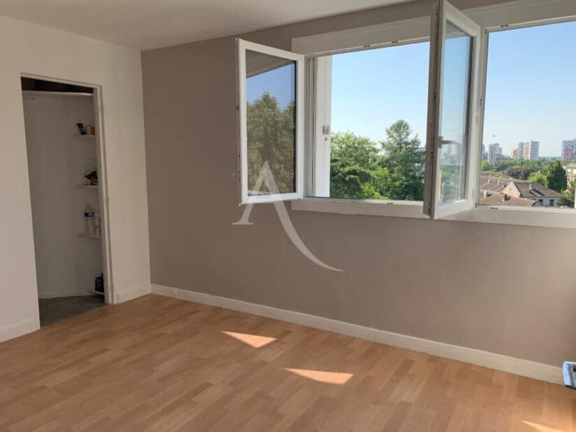 location appartement val de marne: 4 pièces 85 m², au 4ème étage avec ascenseur, gardien