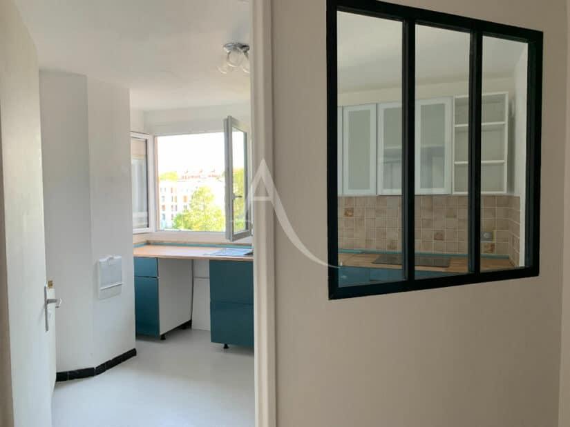 agence immobilière val de marne: 4 pièces 85 m², entrée de la cuisine lumineuse