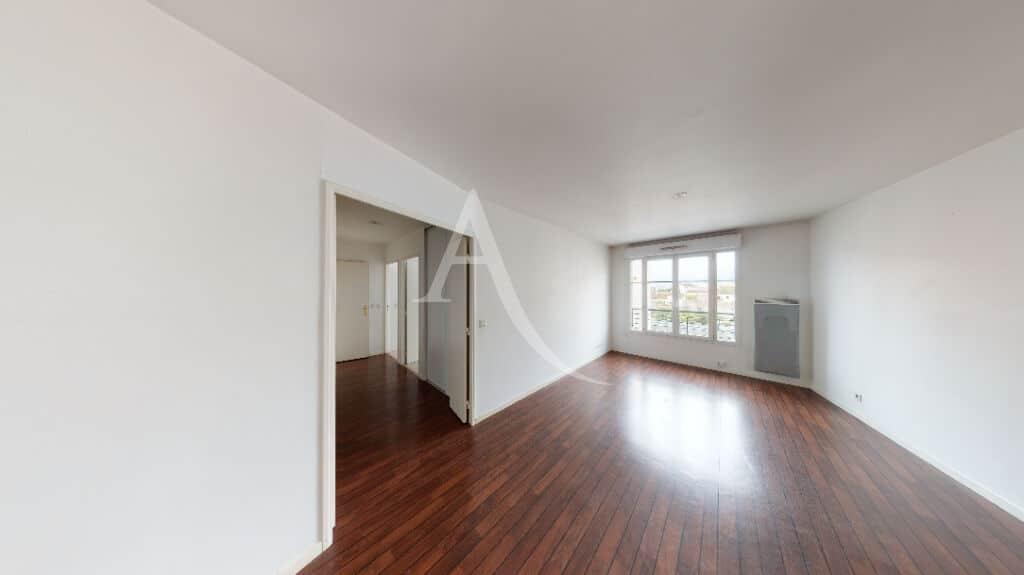 vente appartement maisons-alfort: 3 pièces 62 m², séjour parquet bois acajou et murs blancs